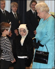 The Queen and children