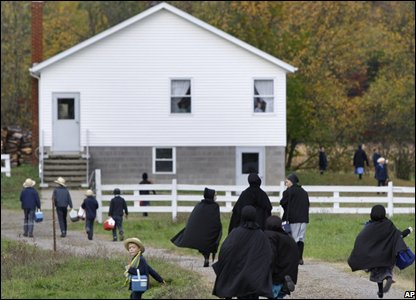 Amish children running to school in Middlefield, Ohio, US