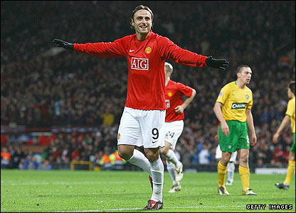 Berbatov celebrates scoring his second