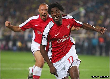 Alex Song celebrates scoring Arsenal's fourth