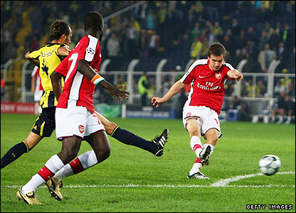 Aaron Ramsey scores the fifth for Arsenal