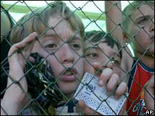 Children wait to receive bread in a refugee camp in Gori, Georgia. Photo: September 2008