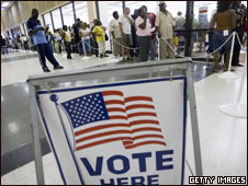People wait to vote in Fort Lauderdale, Florida, 20 Oct