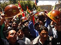 Seguidores de Evo Morales afuera del congreso boliviano.