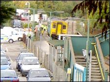 Train stopped at Llandaff railway station
