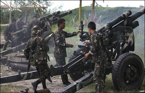 Philippine troops fire cannon at Muslim separatists