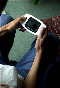 Niño jugando a los videojuegos