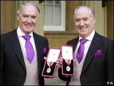 Sir David (l) and Sir Frederick Barclay