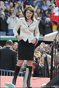 Sarah Palin con traje y botas