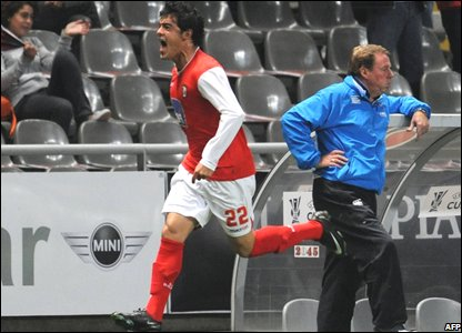 Braga's Luis Aguiar celebrates in front of Portsmouth boss Harry Redknapp