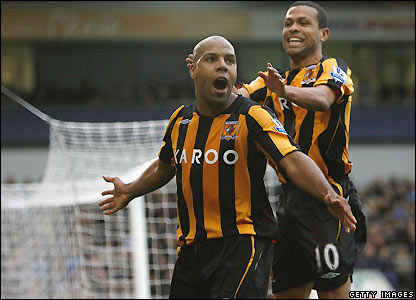 King celebrates Hull's third goal