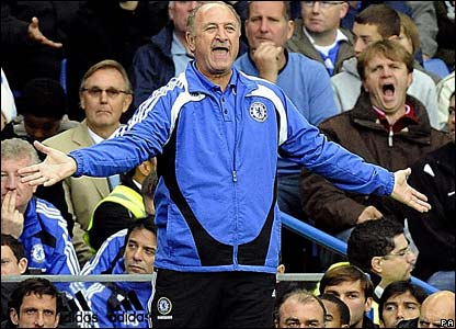 Chelsea boss Luiz Felipe Scolari shouts to his players