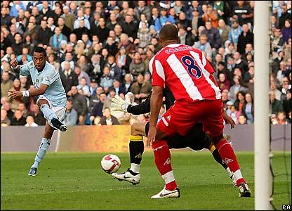 Robinho scores for Man City