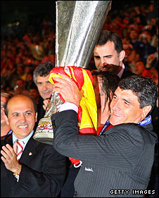 Junade Ramos with the Uefa Cup