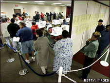 Voters wait to cast absentee ballots in Ohio, 1 Oct 2008