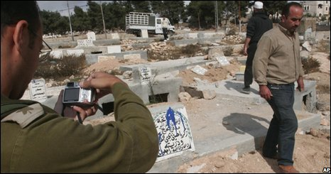 Aftermath of desecration of Hebron graves