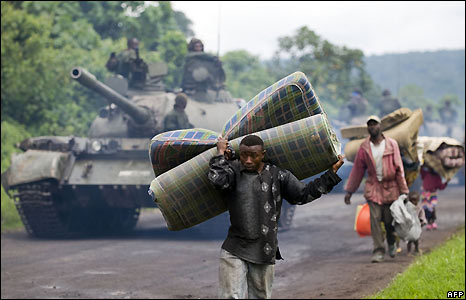 A civilian fleeing the fighting passes a Congolese tank north of Goma - 27/10/2008
