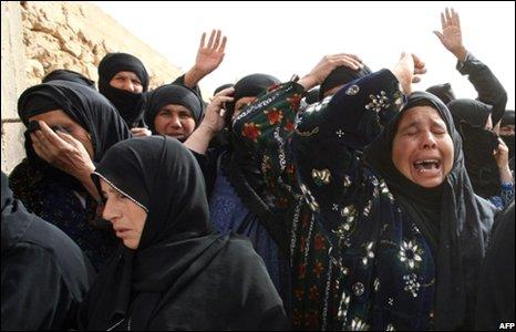 Syrian women mourn the dead