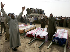 Syrians shout slogans next to the coffins of the people killed in Sukkariyeh, near the border with Iraq - 27/10/2008