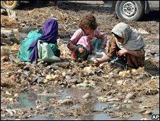 Scavenger girls in Pakistan