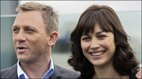 Daniel Craig and Olga Kurylenko at a photocall in Moscow