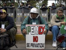 "Protesters outside the Mexican Congress with a sign ""No privatisation of Pemex"""