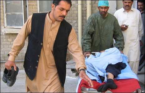 Family members bring a boy injured in the earthquake to a local hospital in Quetta, Pakistan (29/10/2008)