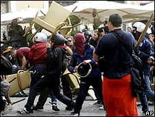 Protesters clash in Rome's Piazza Navona, 29 Oct 08