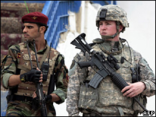 Iraqi and US soldiers in Wasit (29 October 2008)
