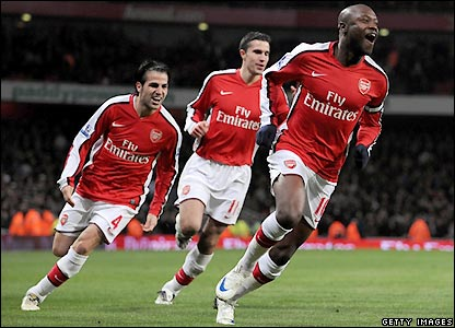 Gallas puts Arsenal 2-1 up