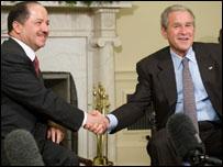 بوش لدى لقائه ببارزاني الأربعاء