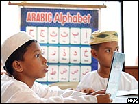 مسلمون في الفلبين يتعلمون العربية