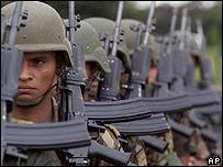 Soldados colombianos en Tres Esquinas, zona estratégica de la lucha antidrogas