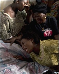 Mourners cry near the bodies of two women killed during violence in Goma, 30 October, 2008