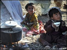 Pakistani child quake survivors in a makeshift camp on 30 October 2008