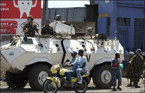 A UN armoured vehicle patrols a street in Goma on 31 October 2008