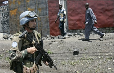 A UN soldier patrols a street in Goma on 31 October 2008