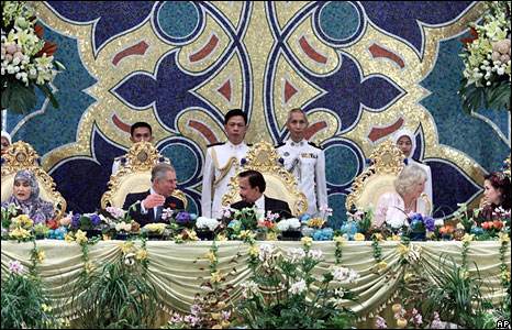 L-R: Queen Hajah Saleha, Prince Charles, Sultan of Brunei Hassanal Bolkiah, the Duchess of Cornwall, Queen Azrinaz Mazhar