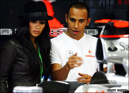 Lewis Hamilton (r) and girlfriend Nicole Scherzinger of the Pussycat Dolls