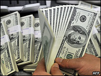 Banquero de Corea del Sur cuenta dólares