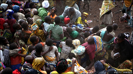 A crowd of refugees burst into a help center of the US Agency for International Development in Goma (1 November 2008)