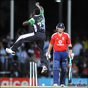 Jerome Taylor bowls Matt Prior