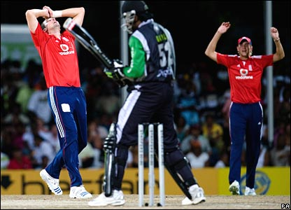 Steve Harmison and Stuart Broad show their frustration
