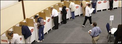 Estadounidenses votando el 4 de noviembre