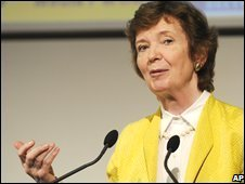 Mary Robinson speaking at a conference in Switzerland (August 2008)