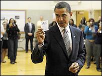 Барак Обама на избирательном участке