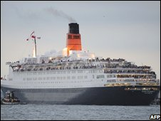 The QE2 sails through New York Harbour on 16 October 2008 