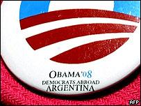 Detalle de un bot�n de una votante estadounidense en Argentina.