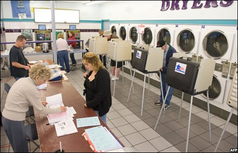A polling centre in Su Nuevo Laundromat in Chicago, Illinois