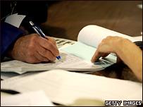Американцы получают избирательные бюллетени